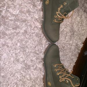 Women's size 7 army green Timberlands